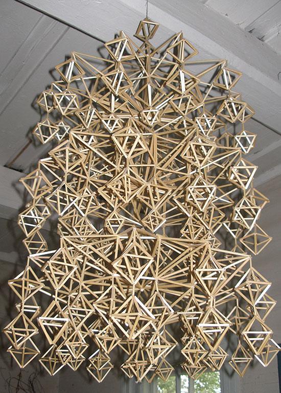 Himmelin olennaisin piirre on sen monikerroksinen rakenne