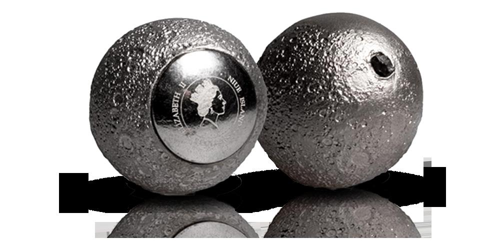 Kuunmallinen hopearaha aidolla kuukivellä